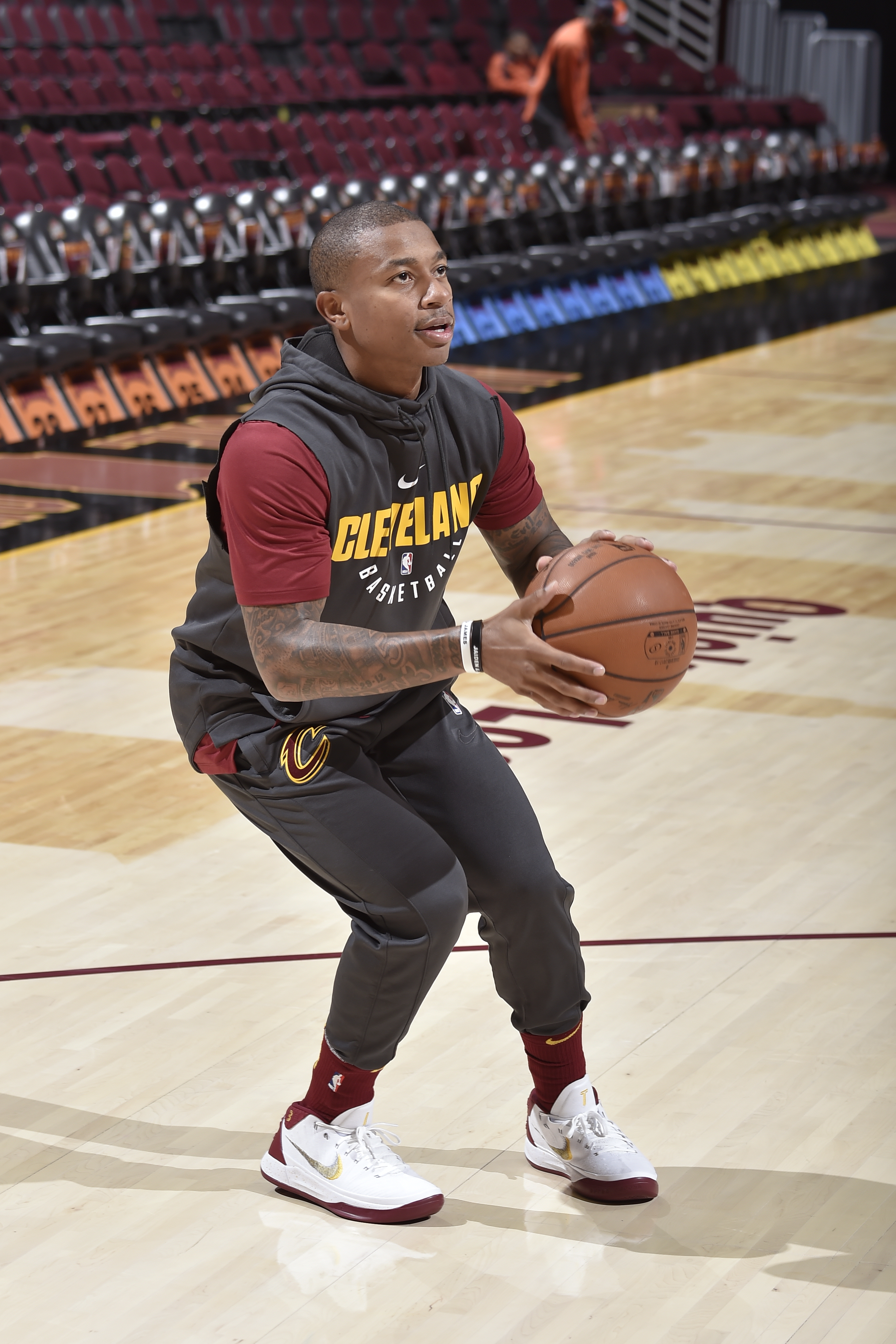 35c13227e783 Isaiah Thomas plays 4-on-4 at Cleveland Cavaliers  practice