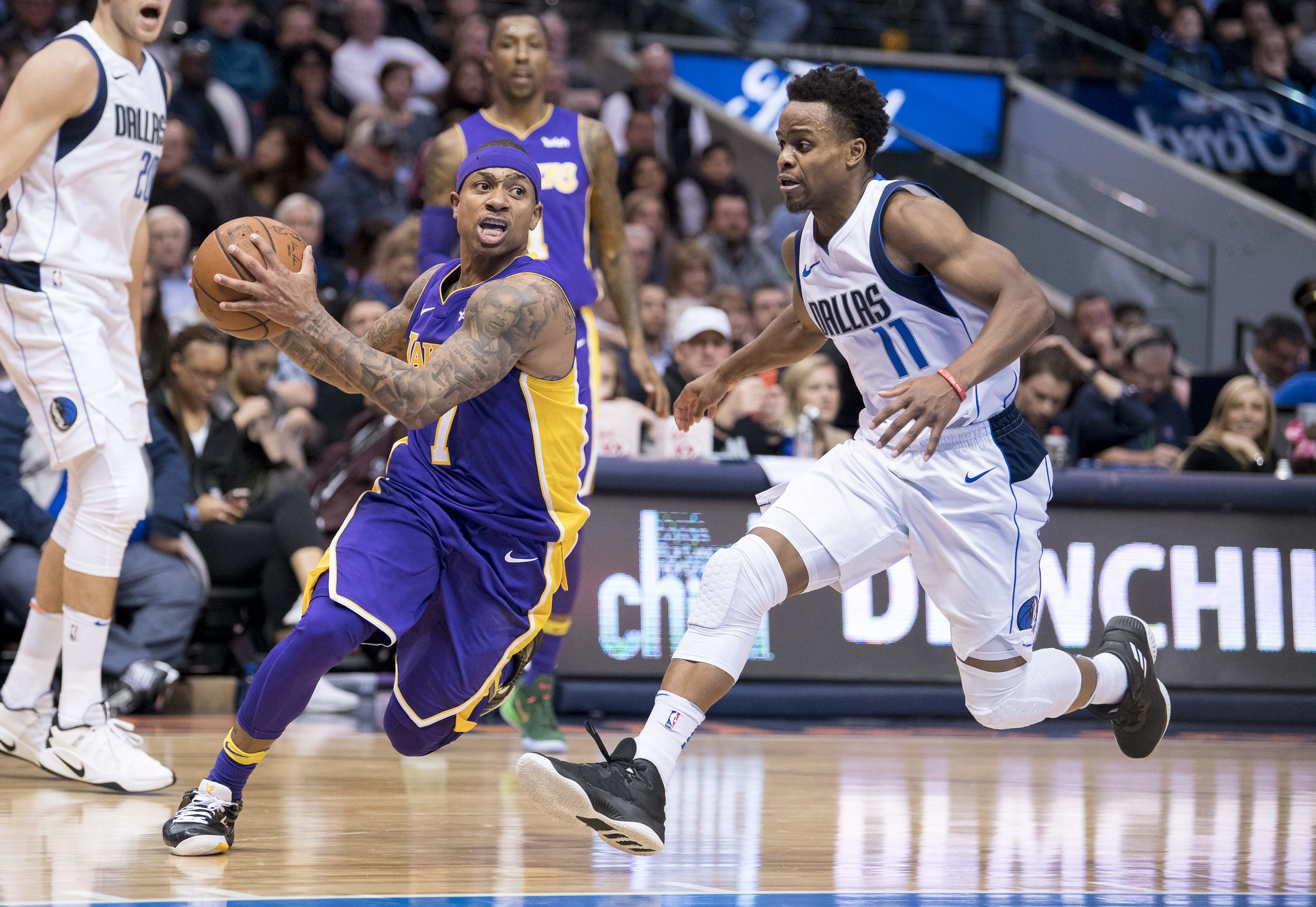 2dc202db7 Isaiah Thomas scores 22 points off bench in Los Angeles Lakers debut ...
