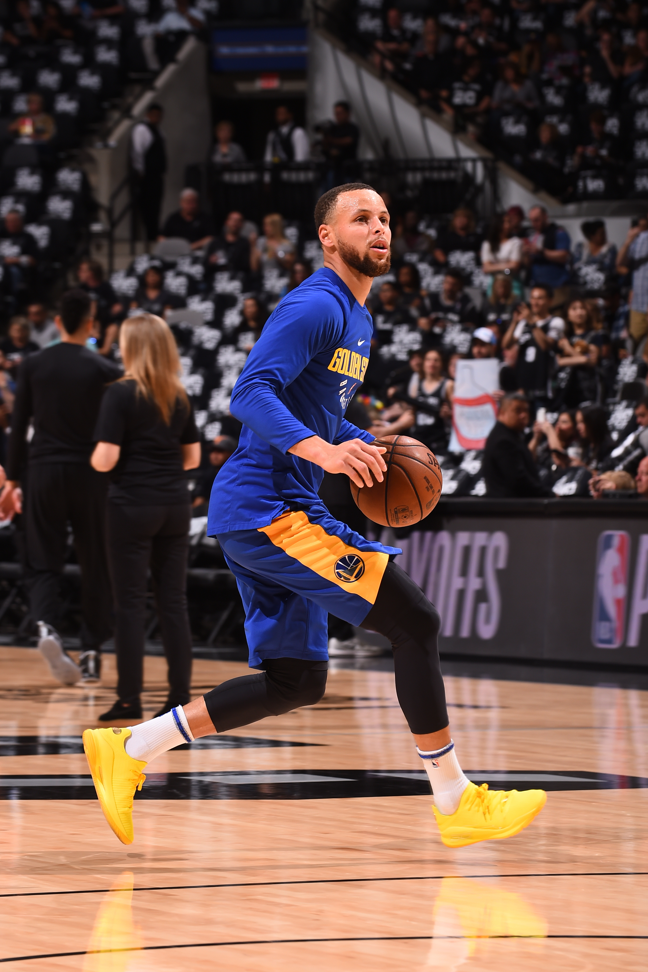 coach steve kerr says stephen curry will not play anytime soon