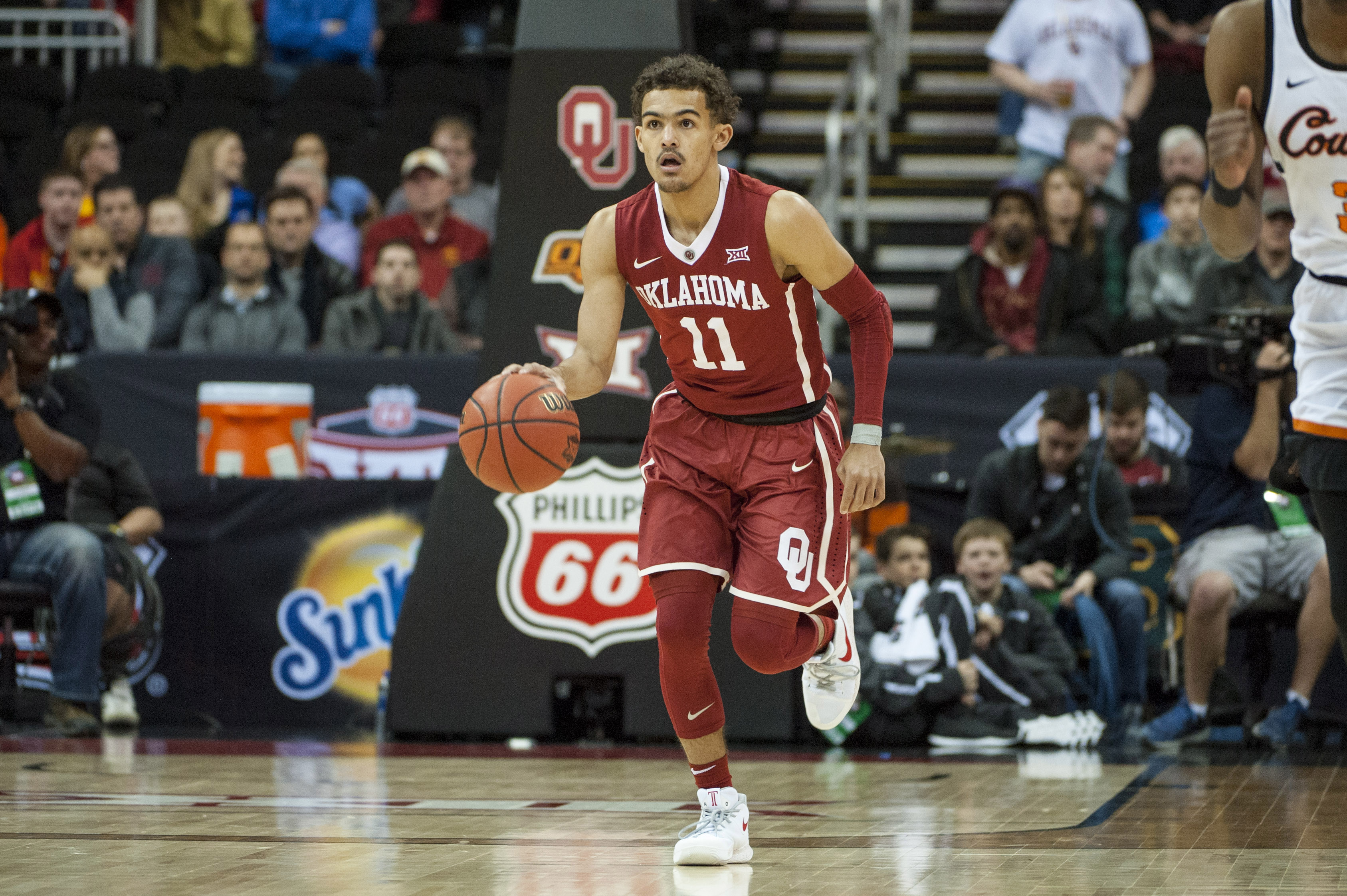 d19b9dd94 Oklahoma freshman Trae Young brings flair and shooting to the point guard  position