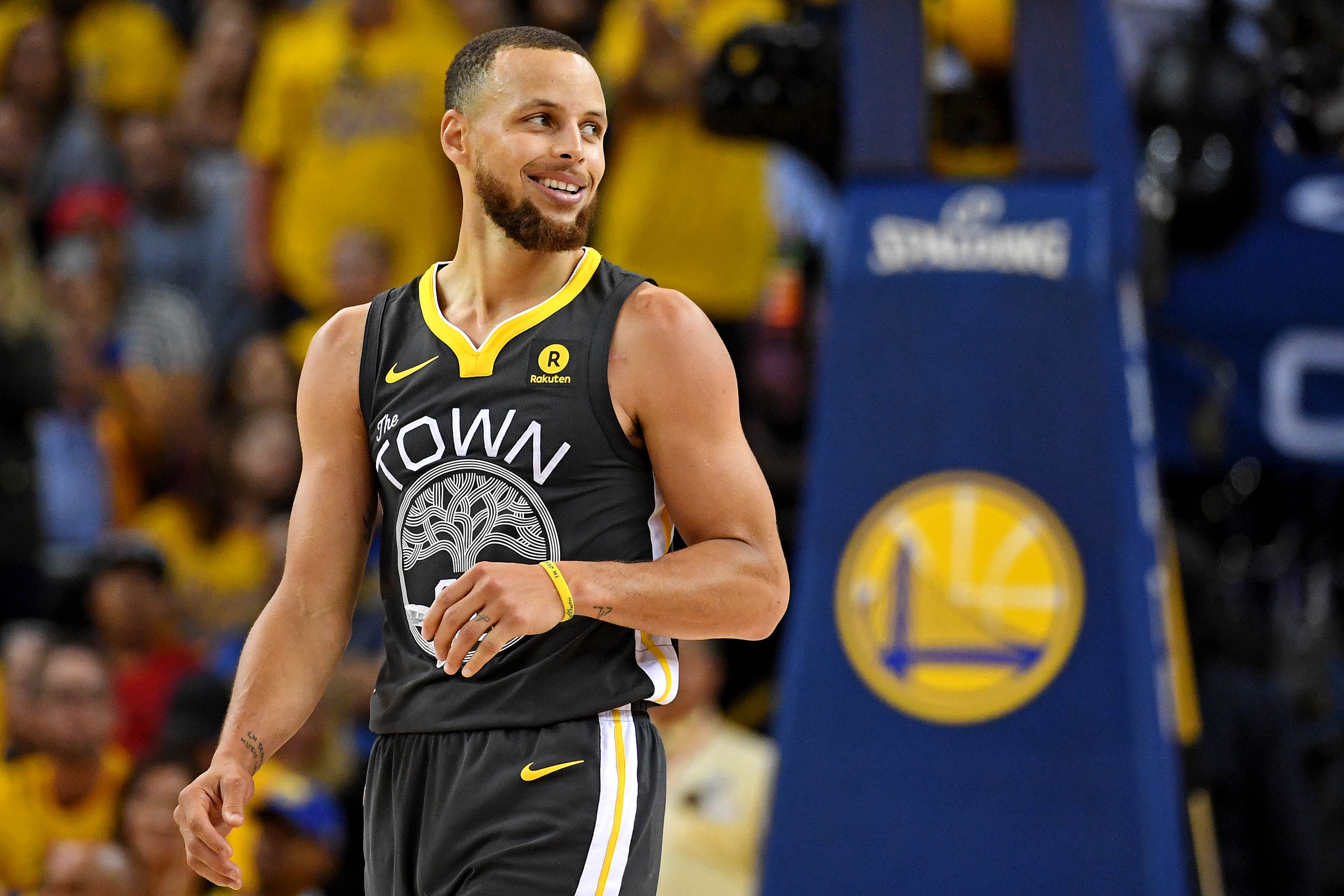 6405592c07a Stephen Curry and Golden State Warriors top NBA s most popular merchandise  list