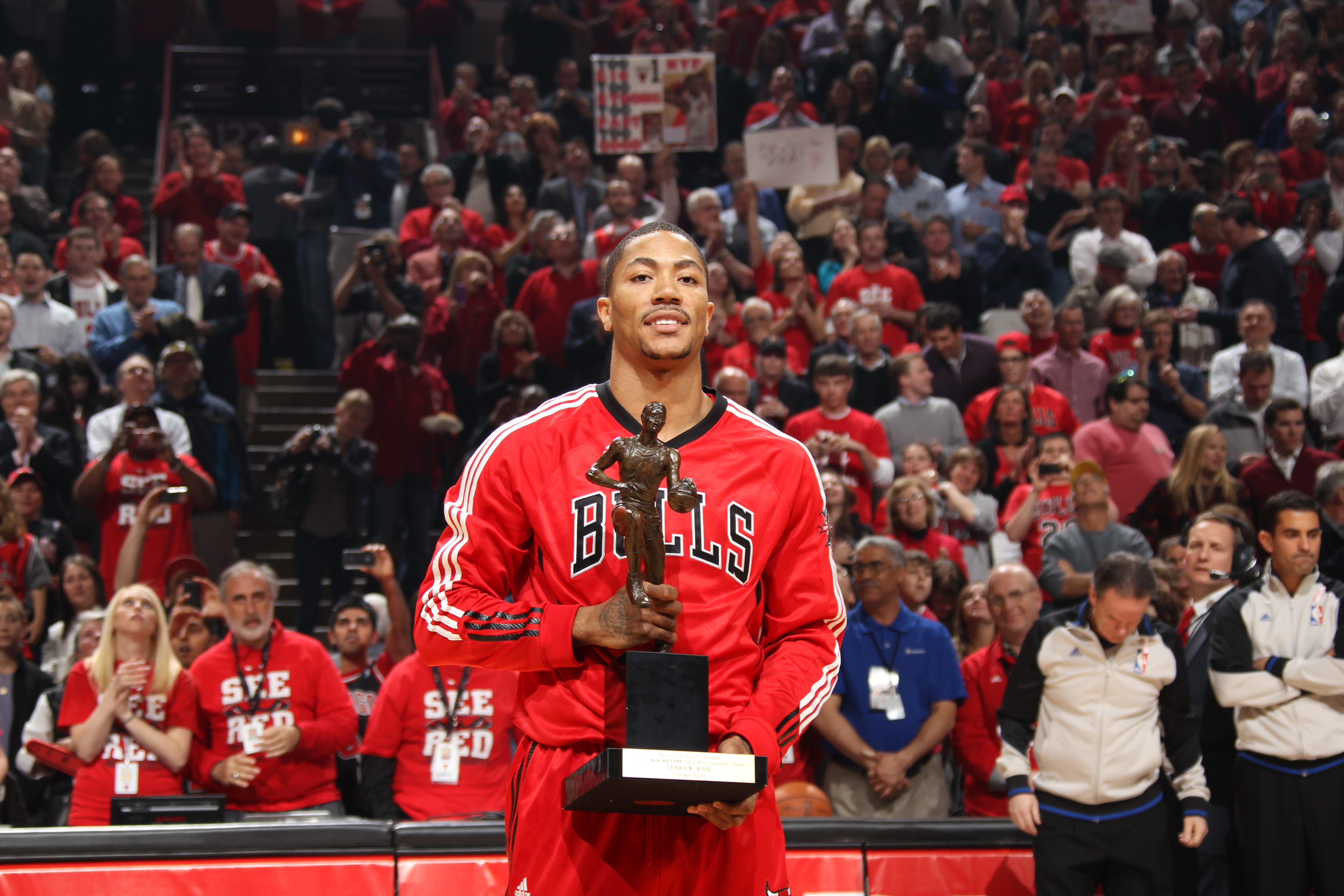 f58e970d6507 Top Moments  Rose becomes youngest player ever to win MVP
