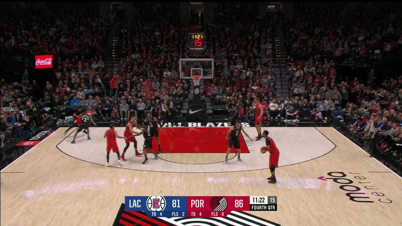 Meyers Leonard skies for the big oop in the fourth quarter