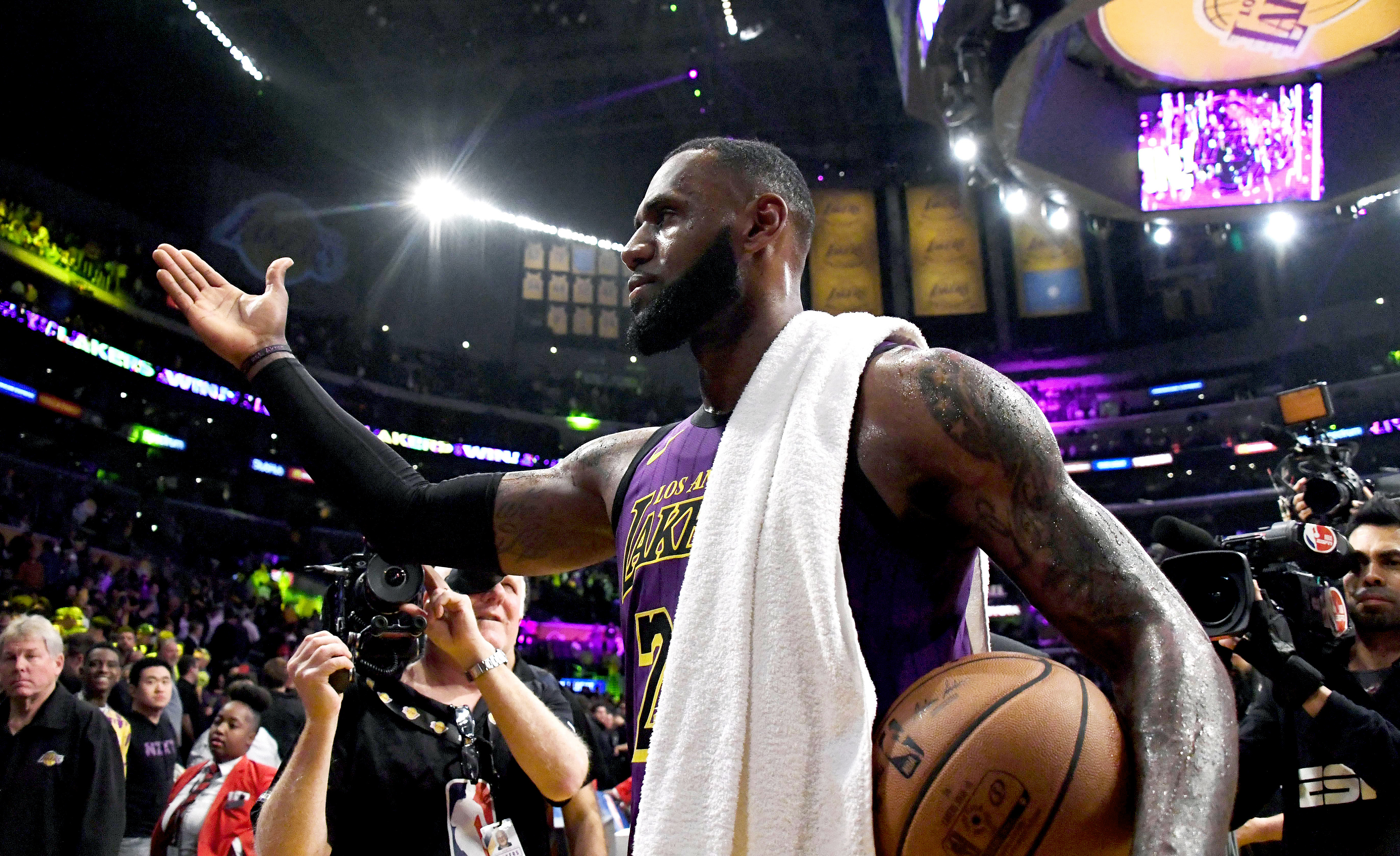eac385e8fcb Kia MVP Ladder  LeBron s climb coincides with Lakers  rise in West ...