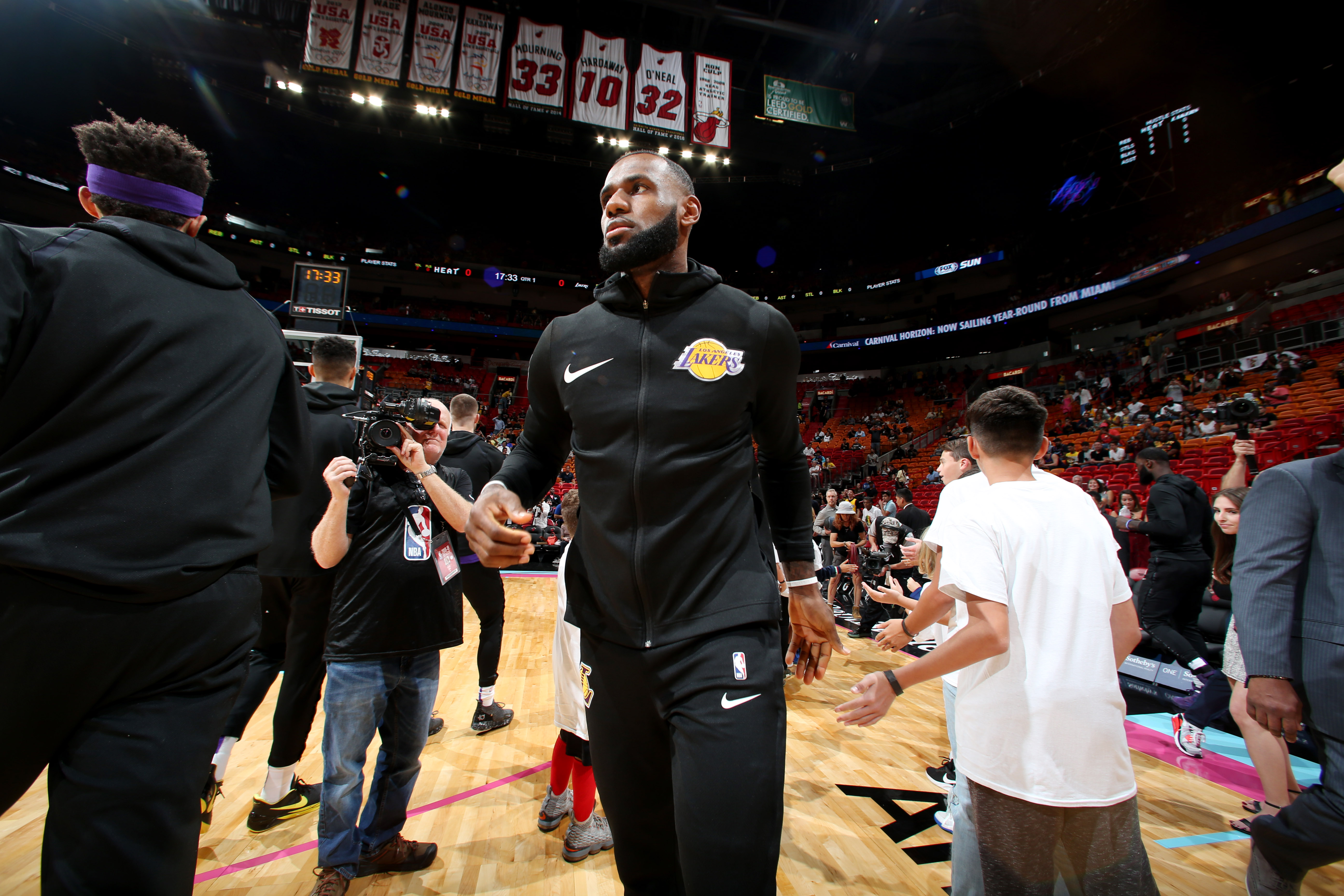 74d7dbb80ce2 LeBron James  return to Cleveland highlights new era of former player  tributes