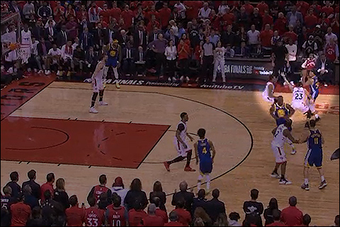 Curry draws two defenders