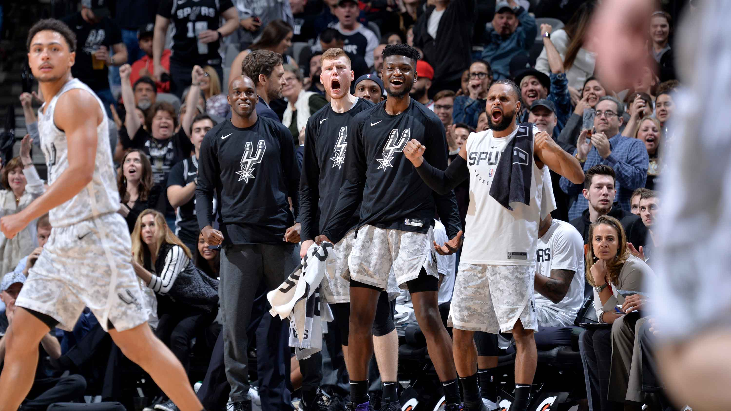 San Antonio Spurs' Top Bench Reactions from the 2018-19 Season