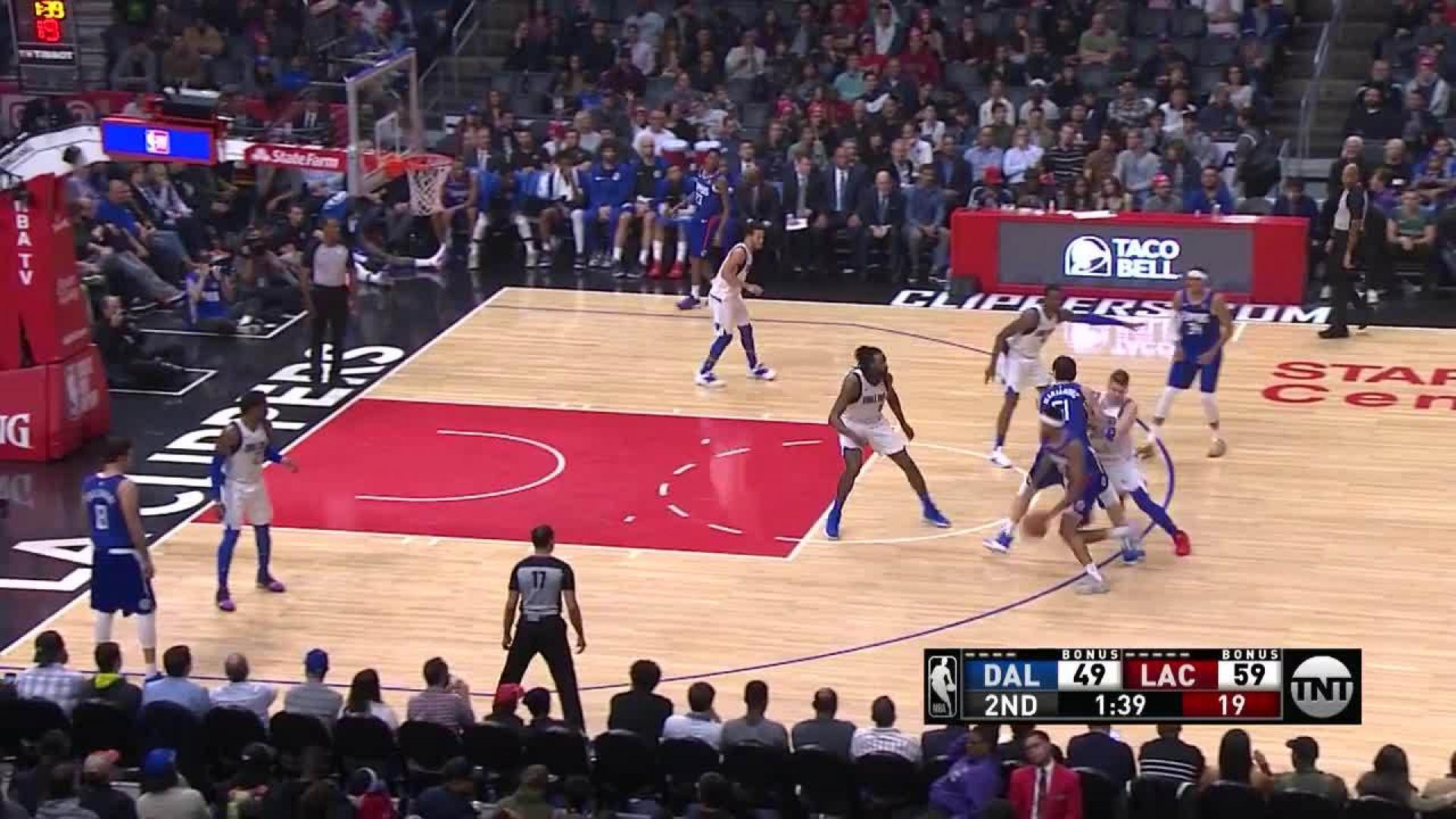 Boban Marjanovic slams home the alley-oop in the second quarter ... 523951370
