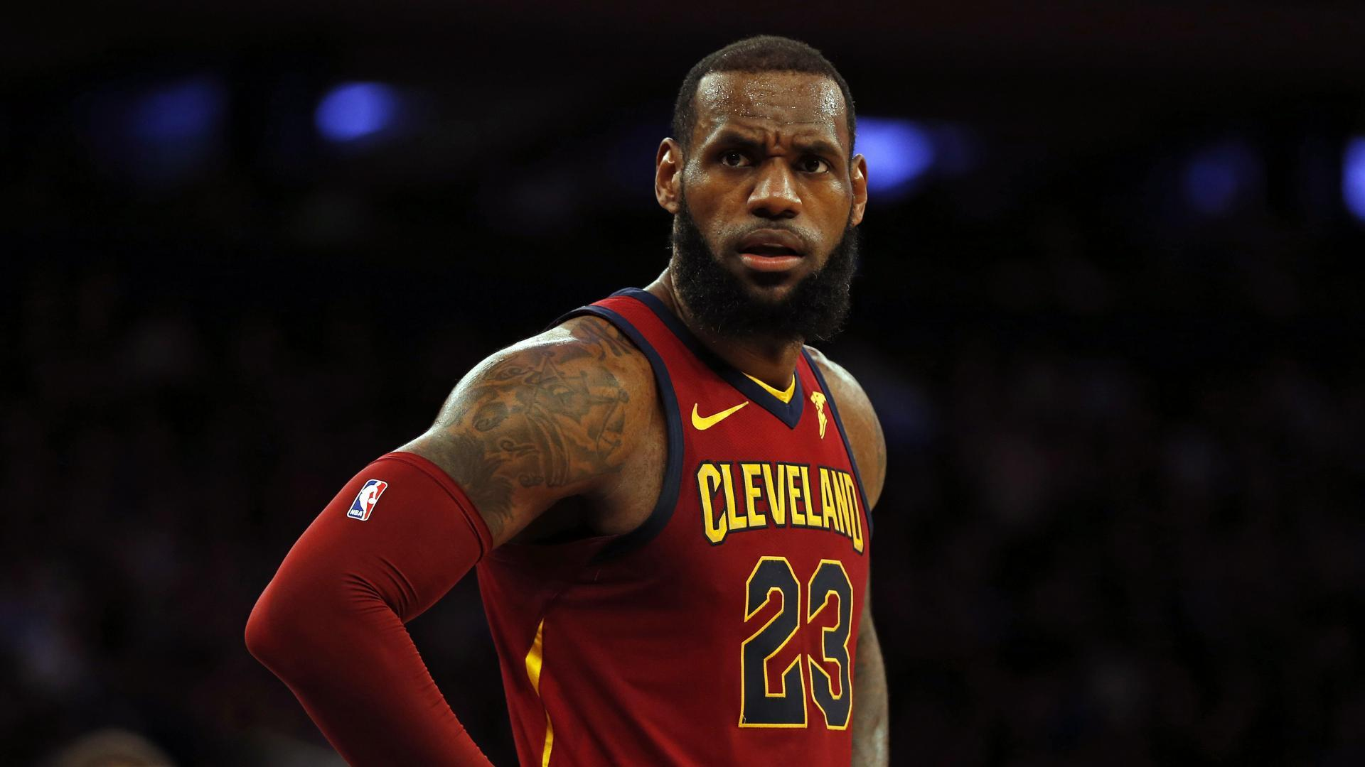 big sale 30fbb 5dabd Reports: LeBron James, Cleveland Cavaliers talk at start of ...