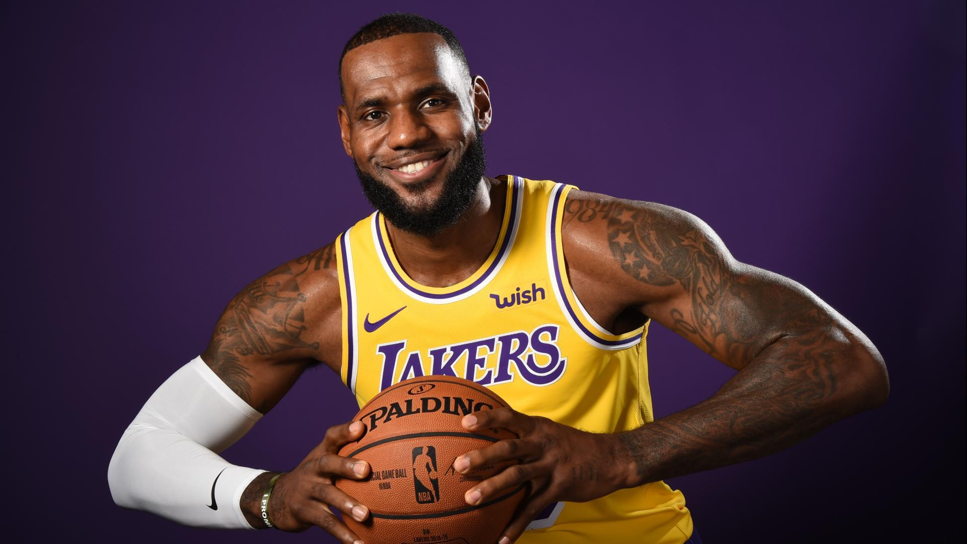 LeBron James Sinks 40-ft Shot To Beat The Clock For Lakers
