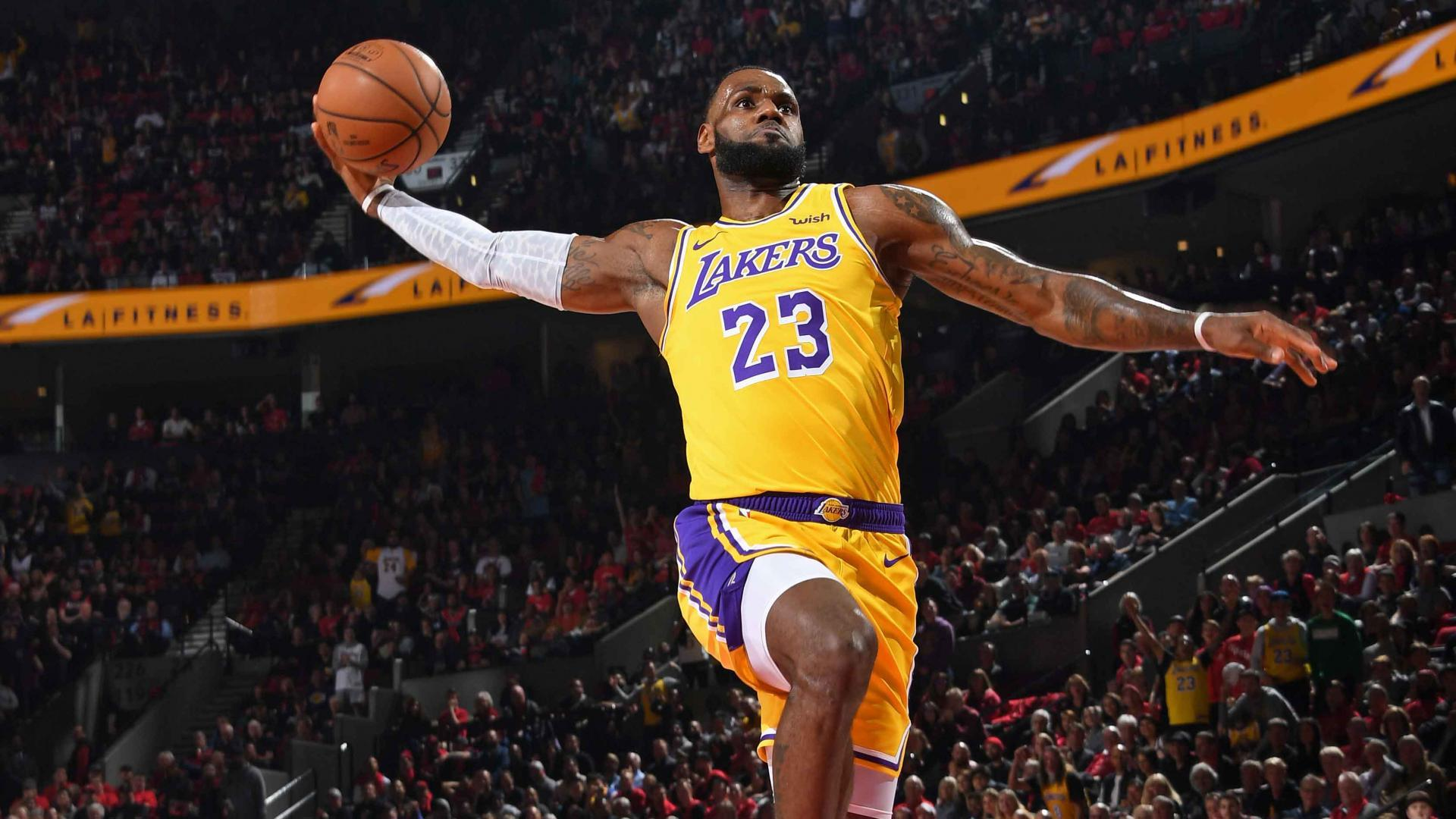 8a3f49e6cb22 LeBron James Debut As A Laker