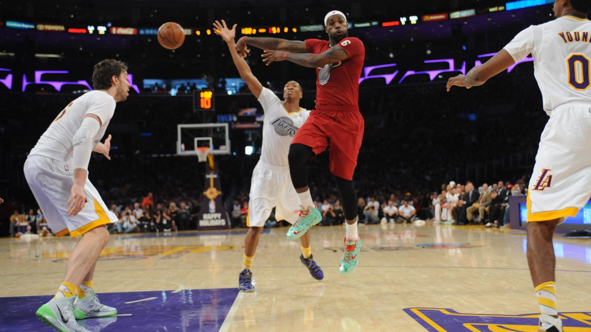 LeBron James tosses a nifty no-look pass on Christmas Day 2013. c9ebc1afc3c6