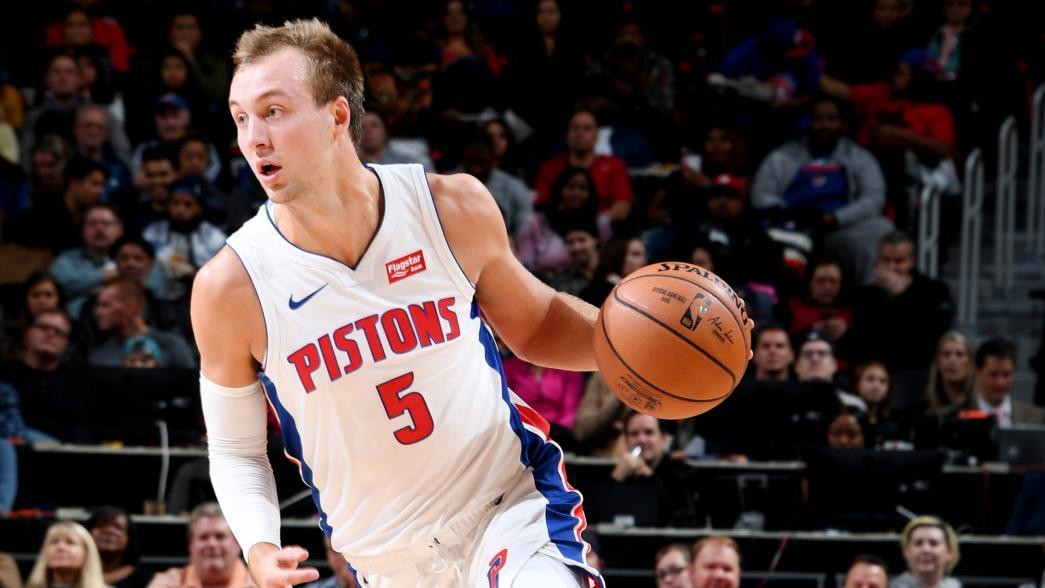 Pistons' Kennard leaves game with shoulder injury | NBA.com